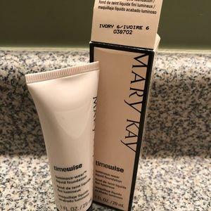 Mary Kay Luminous Wear Foundation-ivory 6